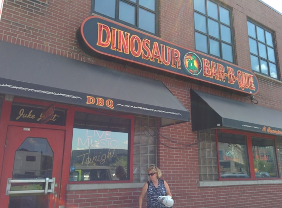 Dinosaur Bar-B-Que, Photo 1