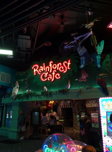 EATING IN THE RAINFOREST (CAFÉ, THAT IS)