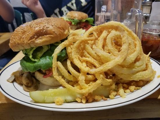 Mr. Bartley's Burger Cottage, Photo 3